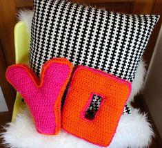 DIY: crochet alphabet pillows