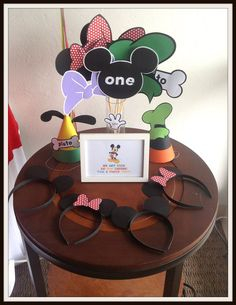 Photo Props at a Mickey Mouse Clubhouse Party #mickeymouseclubhouse #party