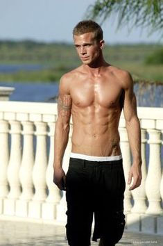 Cam Gigandet is just stupidly hot, like its absurd!
