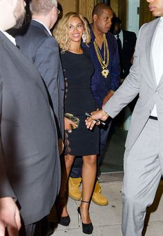 Beyonce has changed up her hairstyle yet again!