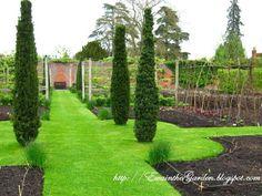 English Vegetable garden #vegetablegardens | ewainthegarden.blogspot.com