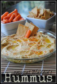 Hummus, yumm- I just made Hummus with chickpeas, cucumber, tahini, lemon, garlic and coriander. D'Liteful :)