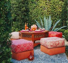 Gracious Outdoor Dining and Entertaining | Traditional Home
