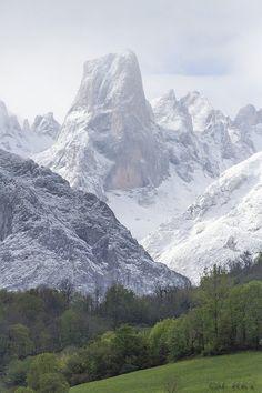 Naranjo de Bulnes, Picos de Europa, Asturias. Spain  by Mónica Rey, via 500px