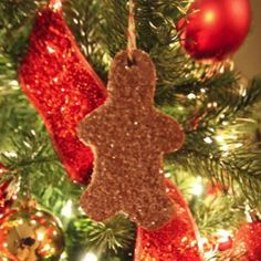 This Glittery Gingerbread Man sparkles on your tree and gives off a delicious aroma. Make a gingerbread family as a hostess gift.
