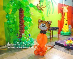Decoración con globos. Selva, Jungla, jungle party, balloon http://antonelladipietro.com.ar/blog/2013/07/selva-cumple/