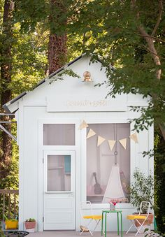 This adorable kids' playhouse started out as an old tool shed in bad disrepair. The transformation is simply amazing. Click through to see how Joni Lay of Lay Baby Lay created this magical space for her little girls. || @laybabylay