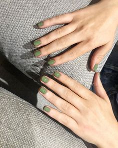 Expensive Looking Nail Colours: Amanda Montell wearing crocodile nails