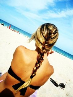 wish i could do my hair like this...