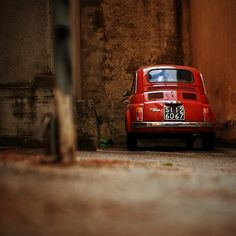 artistic picture of a Fiat 500 red dressed.