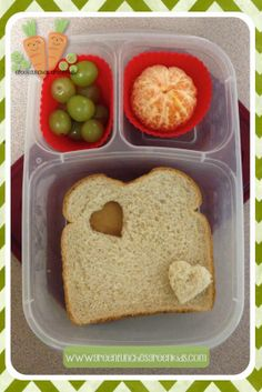 Simple Valentine Lunch Box Idea from http://www.greenlunchesgreenkids.com/