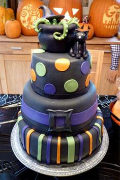 Another pretty Halloween cake. http://#Halloween http://#cake http://#baking