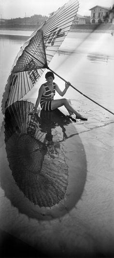 Bibi, l'ombre et le reflet, Hendaye, Jacques-Henri Lartigue, Aug. 1927