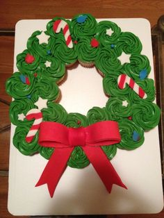 Christmas wreath cupcake cake
