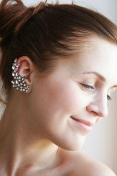 DIY: rhinestone ear cuff