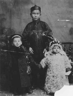 Max and Fannie Shifrin with Chinese servant, Harbin, China, 1909  Photographer:  Gorst, Vern C.