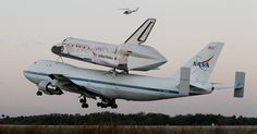 O avião 747 modificado da Nasa (agência espacial americana) decola nesta terça-feira (17) para levar o ônibus espacial Discovery para o museu aeroespacial do Smithsonian, na Virgínia.
