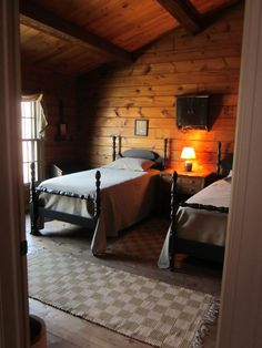 ~ Ct Log Cabin ~ Twin Beds