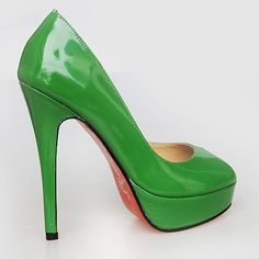 Green shoes for the green dress !