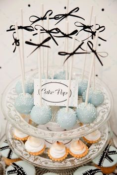 Cake pops at the cookie table for the kids