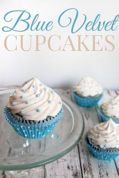 Amazing Blue Velvet Cupcakes with easy Vanilla Buttercream Frosting #recipe #cupcakes