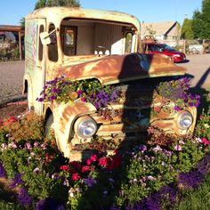 Angie's Greenhouse. Columbia Falls , MT    -   Such a cool idea!