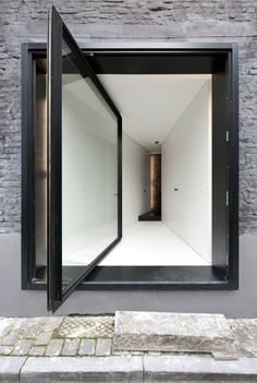 Pivoting door as entrance to the House G-S by Graux & Baeyens Architects.