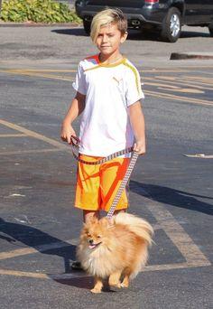 Kingston Rossdale - Gavin Rossdale Takes His Boys To Starbucks