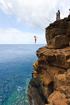 Cliff Jumping, South Point, Hawaii  ------ I wanaaaa do thisss....