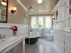 Traditional Full Bathroom - Come find more on Zillow Digs!