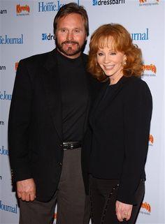 Reba McEntire and Narvel Blackstock, married in 1989. 25 years.