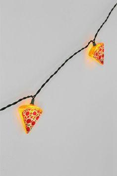urbanoutfitt, pizza decor, pizzas, string lights bedroom, pizza string