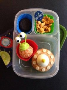 Out of this world - Space bento @EasyLunchboxes | via dreamsschemesandbentothemes.com