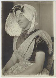 Dutch woman immigrant at Ellis Island, New York.