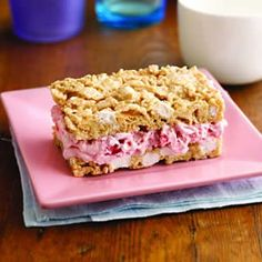Recipe for Strawberry-Marshmallow Crisp Ice Cream Sandwiches