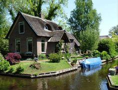 les maisons traditionnelles de giethoorn, pays-bas.
