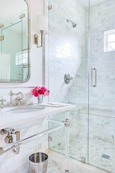 A gorgeous bathroom full of Calcatta gold marble