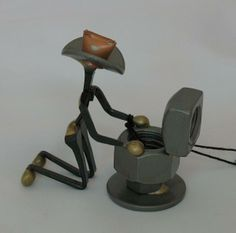 Horseshoe Art Ideas | ... Shoe Sculptures Made In Canada Horseshoe Nail Upchucker (KEOFG036