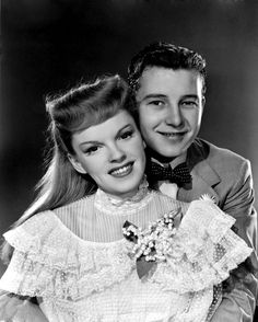 "Judy Garland, Tom Drake in ""Meet Me in St. Louis"" (1944). DIRECTOR: Vincente Minnelli."