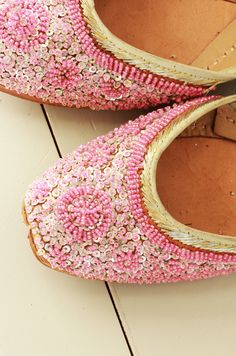 Beaded slippers... PINK!!! WANT!!!