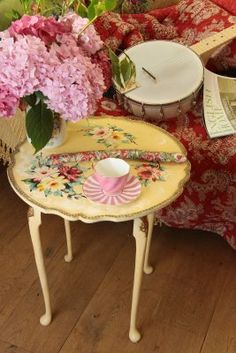 Shabby Chic Coffee Table ~ Would love to have this!!