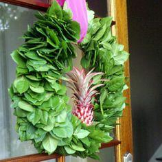 Tropical Christmas Wreath - go a little Hawaiian Hmmmm goes nicely with my pineapple theme!