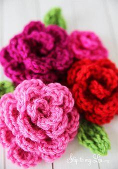 Beautiful-and-Totally-Free-Crocheted-Flowers-Patterns.  Aquestes són roses però hi ha 11 models de flors