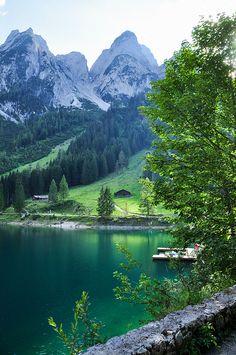 Enjoy a sunny walk next to the Lake Gosau in Upper Austria #upperaustria #gosau #lake #summer #nature #visitaustria