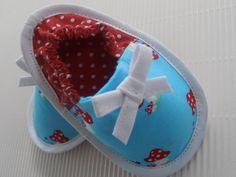 Stoffschuhe,Babyschuhe,Krabbelschuhe,Taufe      von LANTINEA  auf DaWanda.com