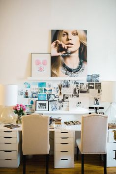 Love the set up of this bloggers office space...great article on blogging and time management!