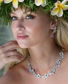 Beautiful necklace!  Can find this at romanticjewelry.com