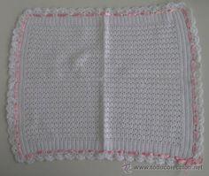 Precioso Tapete ganchillo/crochet. Hecho a mano en 198. Hilo blanco y cinta rosa - A estrenar