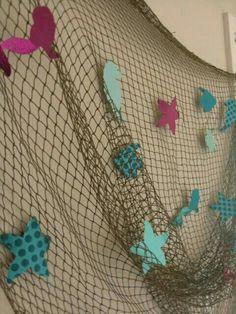Netting and construction paper starfish