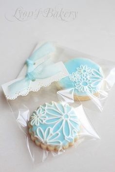 Flower cookie icing